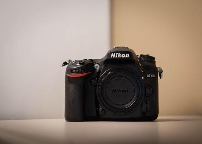 Lustrzanka Nikon d7100 (opcjonalnie z obiektywem nikkor 18-55)