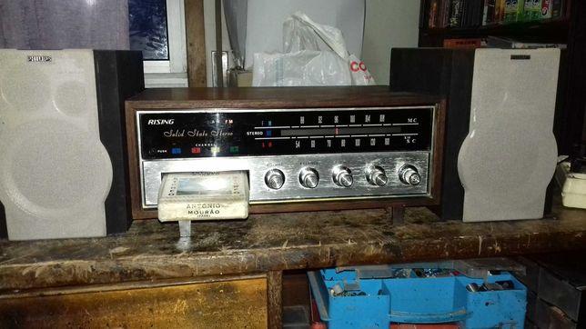 Aparlho de radio e cartuchos marca Rising com colunas