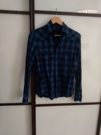 Продам  2 фирмение рубашки в идеальном состоянии