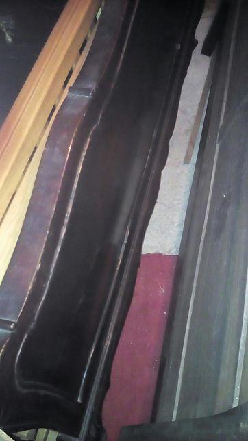 Cama e mesas de cabeceiras