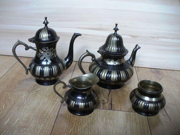 Elegancki serwis kawowy herbaciany mosiężny złoto-czarny 4 elem. PRL