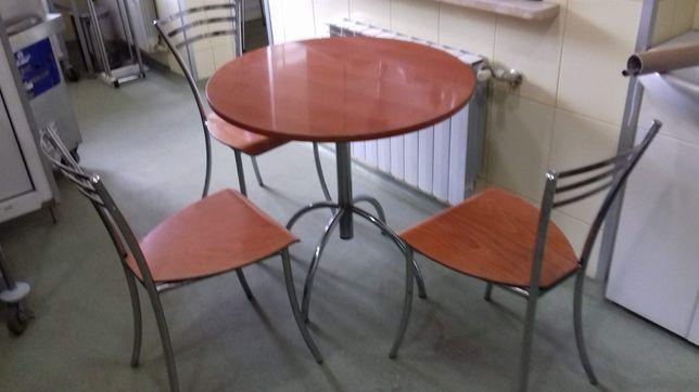 Stolik z 3 krzesłami