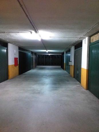 Garagem em Maximinos
