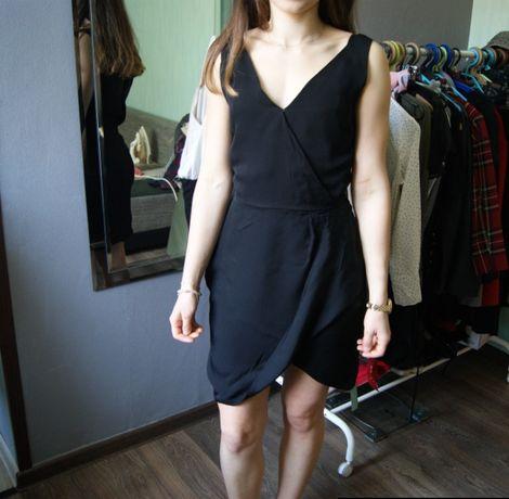 elegancka sukienka zakładana mała czarna dekolt V XS