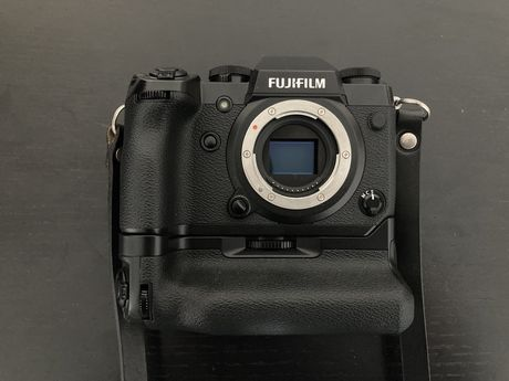Fujifilm X-H1 + Vertical Power Booster