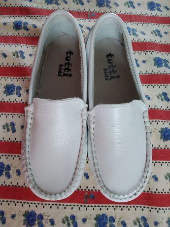 Sapatos em pele branca - Novo