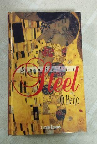 """Livro """"O Beijo """" - Danielle Steel"""