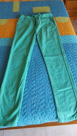Calças verdes em tecido