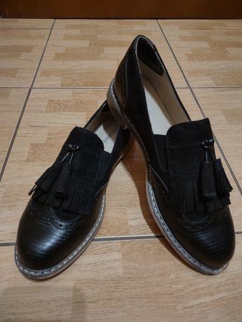 Sprzedam buty typu lords czółenka rozmiar 39 prawie nowe