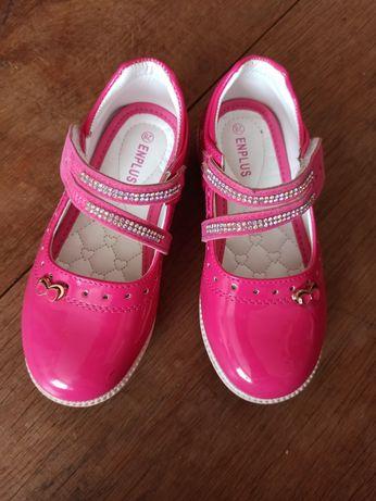 Туфлі для дівчинки 28 розміру.