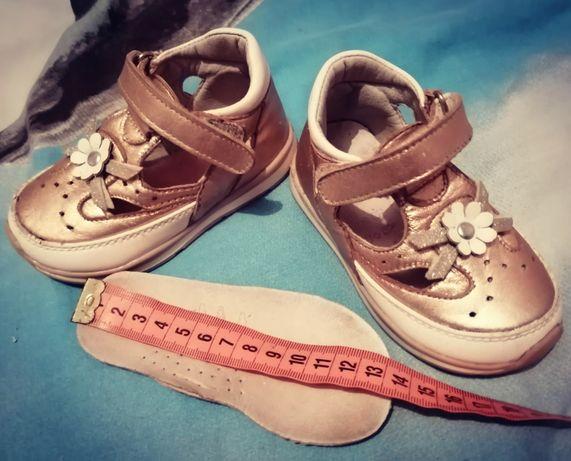 Кожаные Детские туфли кроссовки  размер 21, 22,24 на стельку 13-14см