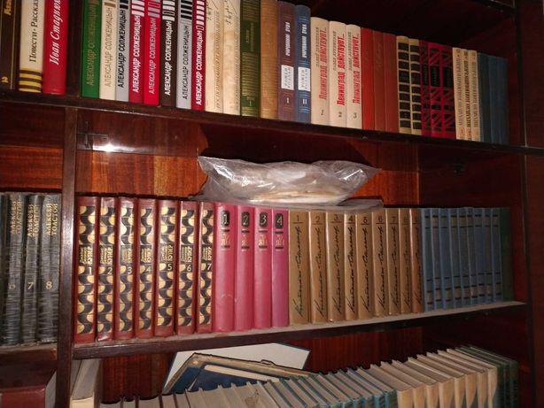 Мебель, книги, ковры