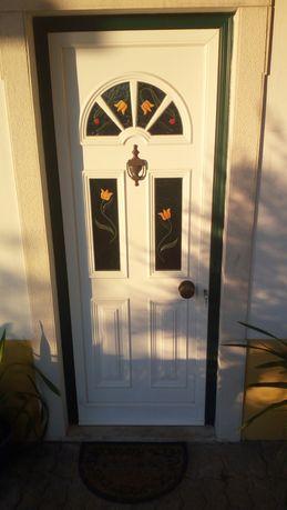 4 Janelas e portadas e 2 portas exteriores pvc