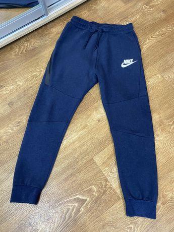 Спортивные штаны Nike Tech Fleece