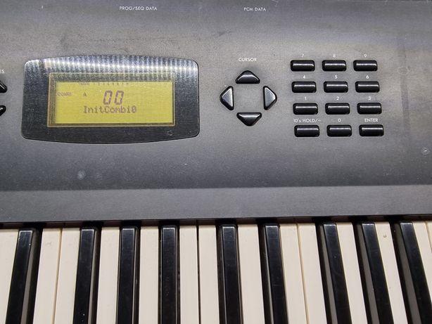 Sintetizador Korg X3 ( a trabalhar menos teclado interno )