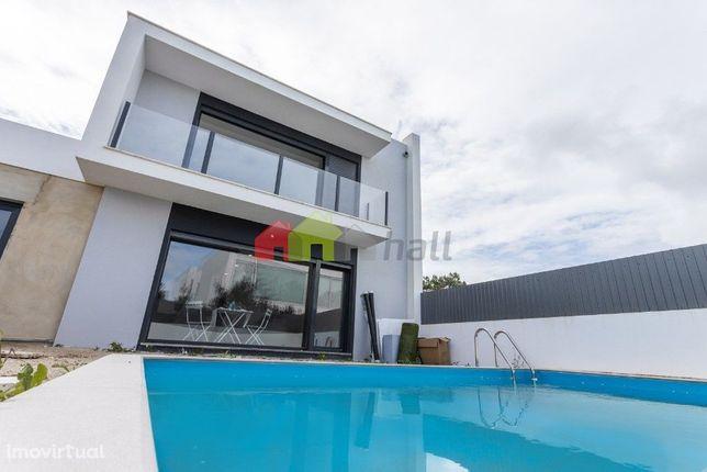 Moradia T3 + 1 em fase de construção com piscina - Lagoa de Albufeira
