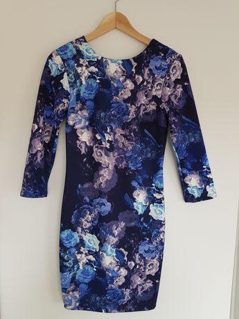 Sukienka Mohito S w kwiaty chabrowa