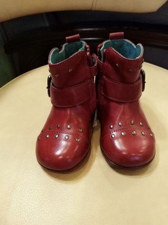 Продам чобітки для дівчинки