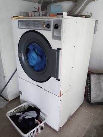 Vendo máquinas para Lavandaria e Limpeza a Seco.