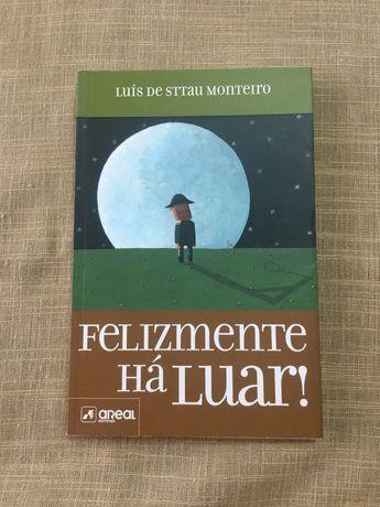"""Vendo livro """"Felizmente Há Luar"""""""