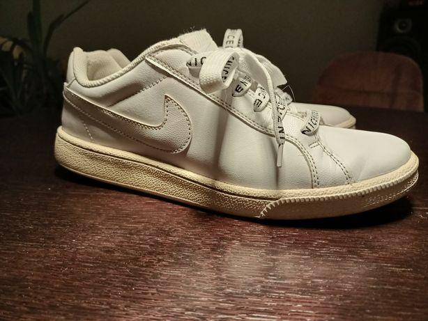 Sprzedam buty Nike białe