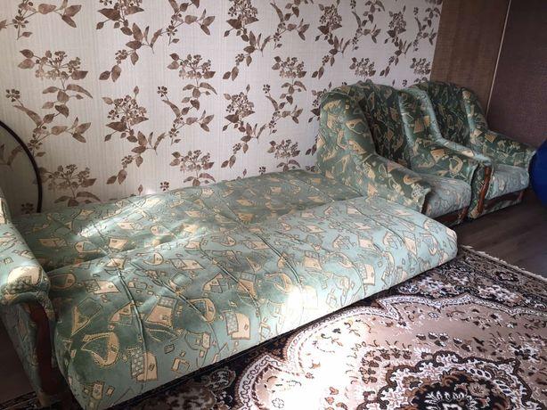 Диван и одно кресло