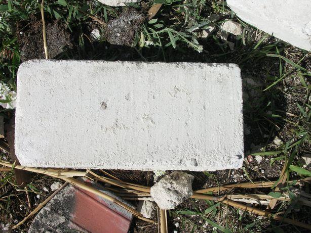 Oddam cegłę cementowo-wapienną białą z rozbiorki.