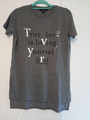 Długi t-shirt w paski z nadrukiem 38