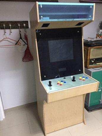 Аркадный автомат, игровая приставка, игровой автомат
