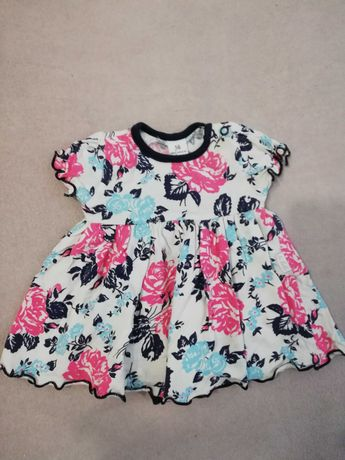 Śliczna sukienka z bodami 56