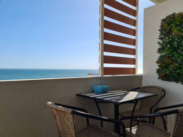 T1 em Quarteira, vista maravilhosa sobre o mar, a 50 metros da praia.
