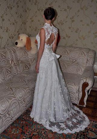Оригинальное свадебное платье с небольшим шлейфом