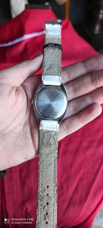 Relógio de pulso branco automático