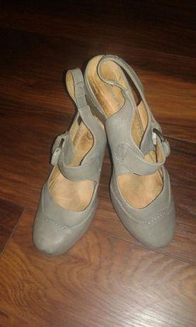 Szare buty na koturnie numer 41 wygodne !