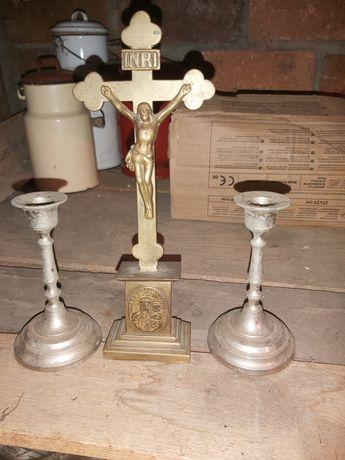 Krzyż ze świecznikami