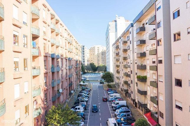 Apartamento T1 com garagem fechada, elevador e varanda, junto ao Braga