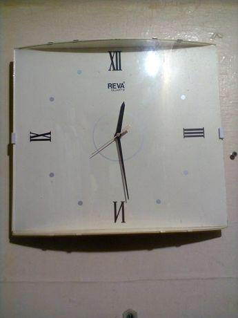 Настенные часы для офиса.