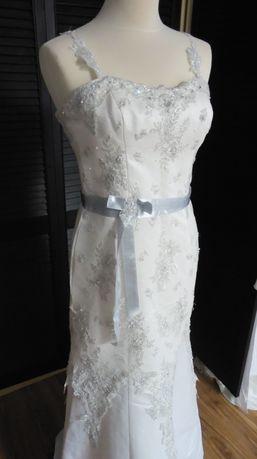 NOWA suknia ślubna ze srebrnym wykończeniem r. 38