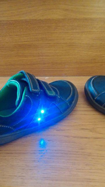 jak nowe Clarks skóra świecące adidasy buty dla chłopca 25