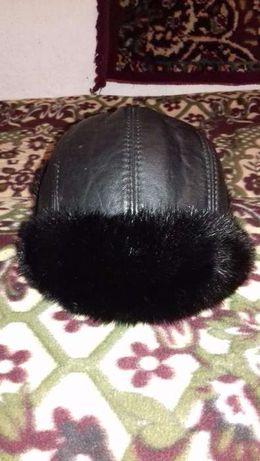 Продам зимнюю теплую шапку.