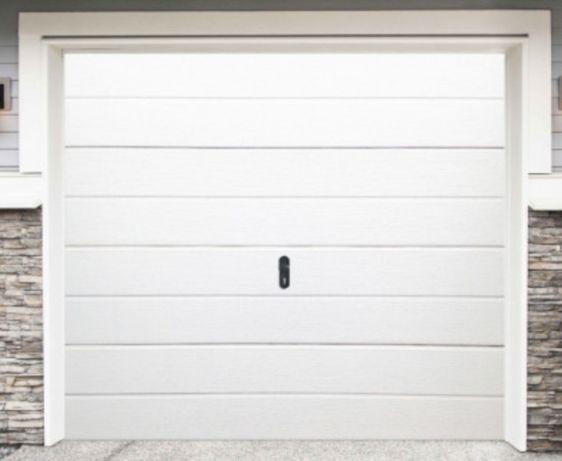 Nowa brama garażowa biała