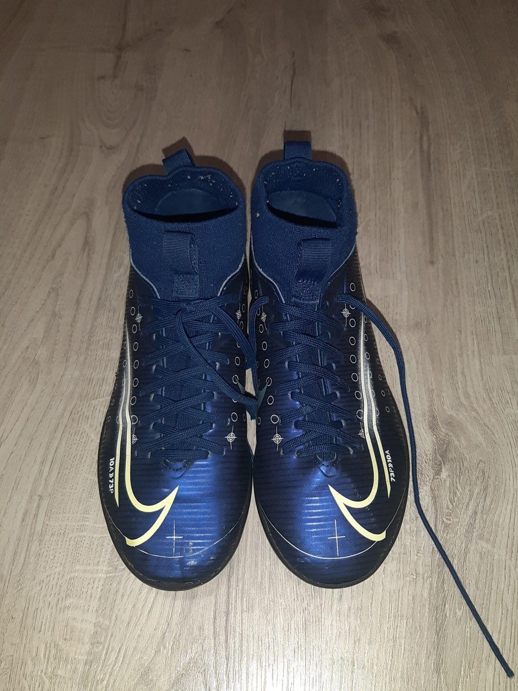 Кросівки для футболу. Футкори.