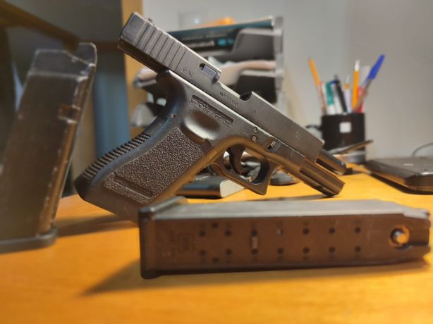 Airsoft glock 17 We 2 mags