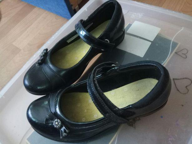 Кожаные черные туфли для девочки 34 размер,метро Житомирская