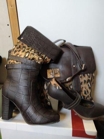 Conjunto de Mala, Sapatos e Botas de senhora