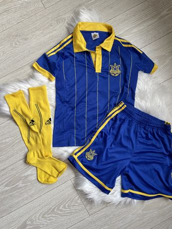 Спортивная футбольная форма гетры украина
