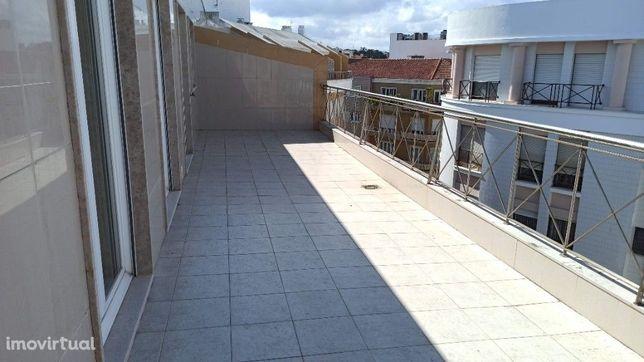 Apartamento semi-novo com elevador no centro da cidade de Caldas da Ra