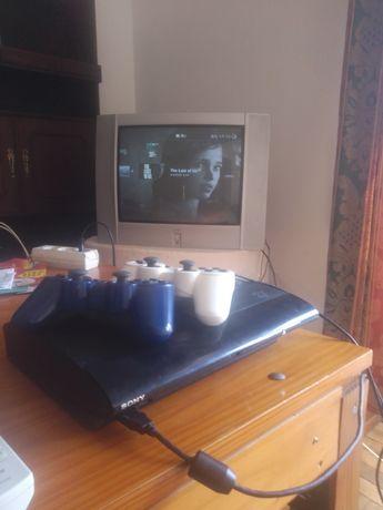 PS3 super slim com 2 comandos e 9 jogos.