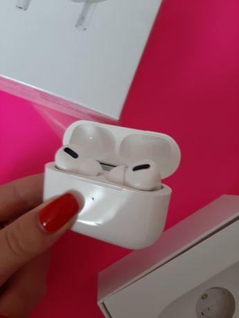 Беспроводные наушники с беспроводной зарядкой AirPods pro iPhone не бу