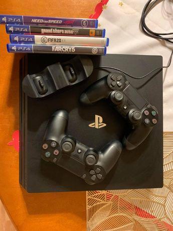 PS4 PRO 1TB (2pady,4gry,stacja ładująca)